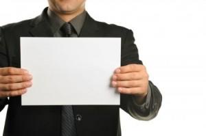Лист бумаги в руках