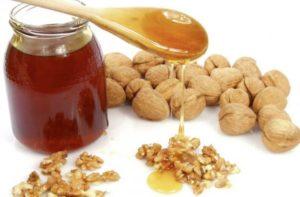 рецепт для потенции: грецкий орех и мед с прополисом